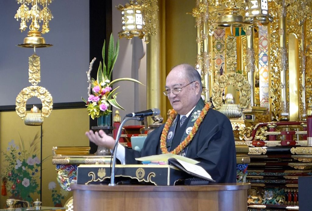 Rev. Thomas Okano deliving Dharma Message